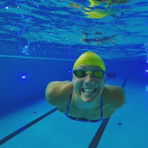 Kaldt vann er spennende og det er gøy å utfordre meg selv. Men jeg trives nok best i bassenget enn så lenge!