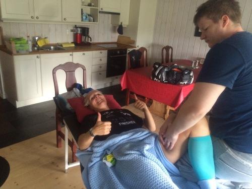 Kristoffer Martinsen er en dyktig massør hos Røa Kiropraktorklinikk. Han har jobbet med beina mine en gang i uka siden nyttår og stilte selvfølgelig også opp på Gaustablikk etter Norseman.