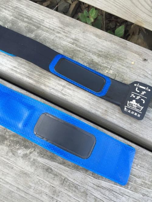 Størrelsen og baksiden er noe av det som skiller de to nye beltene fra Garmin.