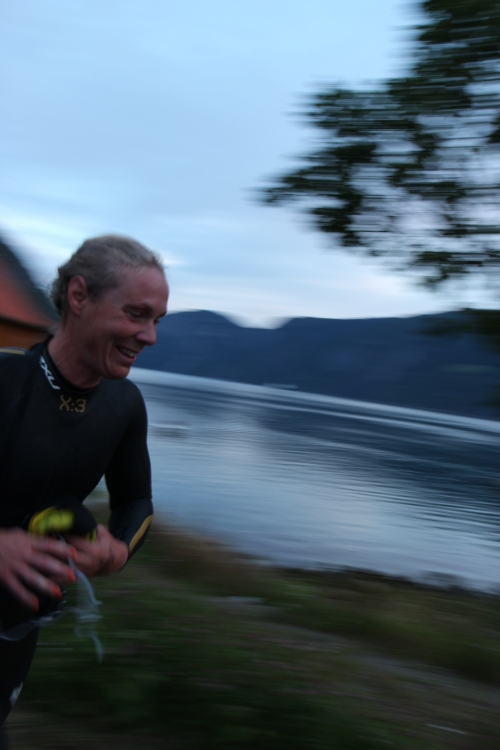 I full fart mot skiftesonen ved kaia. Suverent første dame opp, og femtemann totalt så langt. Foto: Eirik Lundblad.