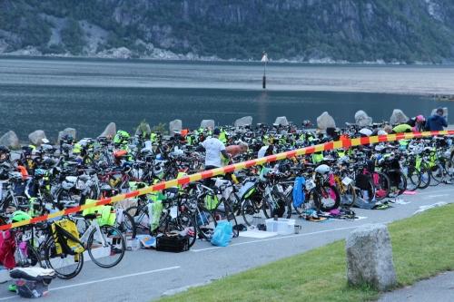 Litt rart å være nærmest alene blant alle syklene. Foto: Eirik Lundblad.