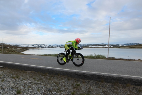 Sykkelen fungerte som en drøm, alt jeg trengte å gjøre var å følge watten og holde frekvensen oppe. Null stress! Foto: Eirik Lundblad.