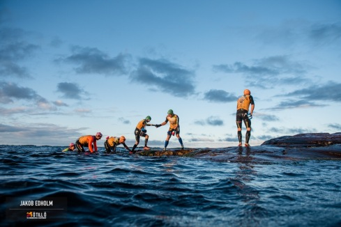 Dette bildet sier litt om hvordan stemningen er på Ö till Ö. Team som hjelper hverandre!