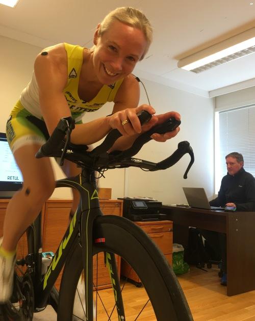 Systemet måler meg mens jeg sykler. Det gjør at vi kan se hvordan jeg beveger med og deretter justere og måle på nytt. Are sjekket også begge sider - noe som er viktig for meg.